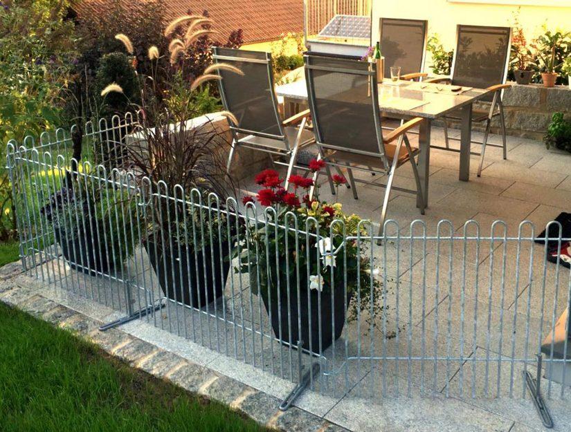 Les grilles de terrasse sont posées avec les pieds sur la terrasse.