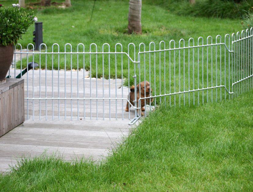Die rabbit-Gitter können auf der Terrasse und auf dem Rasen befestigt werden.