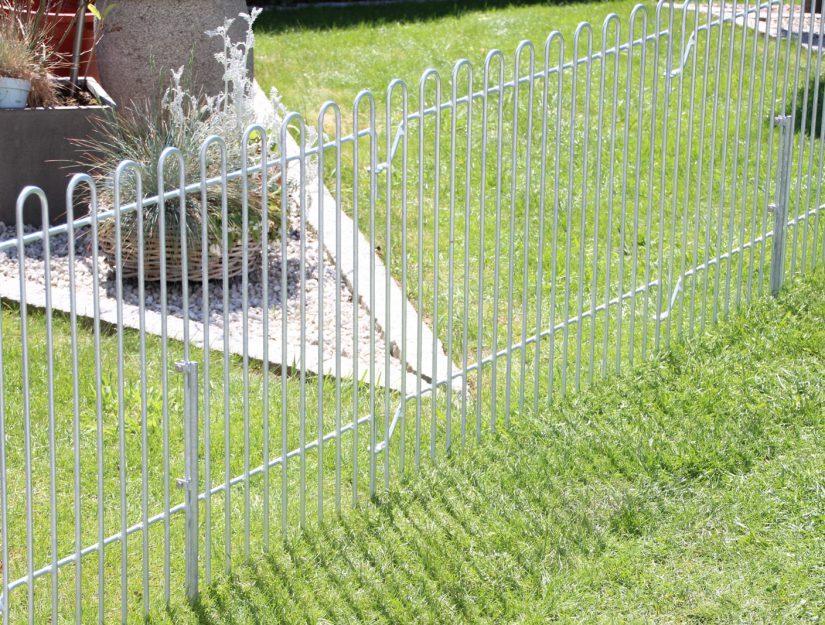 Un piquet de stabilisation est généralement suffisant pour une grille sur deux.
