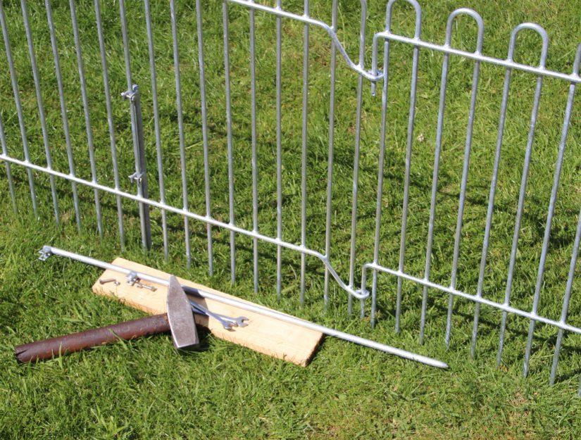 Pour le montage, vous avez besoin d'un marteau, d'un morceau de bois pour amortir et de deux clés de 10 mm.