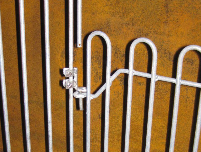 Zaunhalter für Stufe oder andere Zaunhöhe