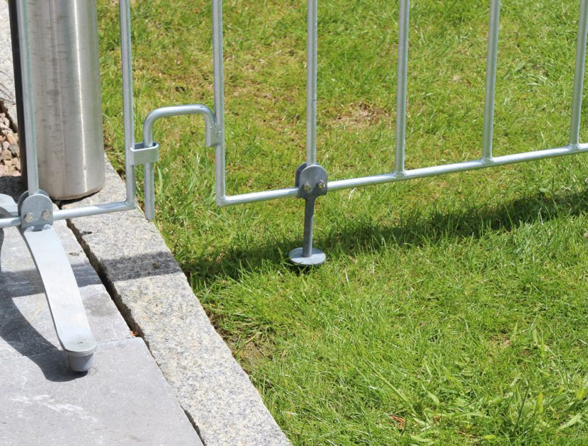 Vous avez besoin des goujons de sol Poolfix si vous voulez fixer la clôture de la piscine dans une pelouse.