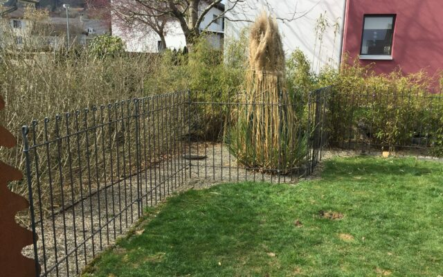 Stabiler Zaun in die Schweiz geliefert