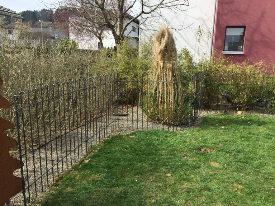Schnelle Lieferung in die Schweiz, sehr einfache Montage, Zaun ist stabil
