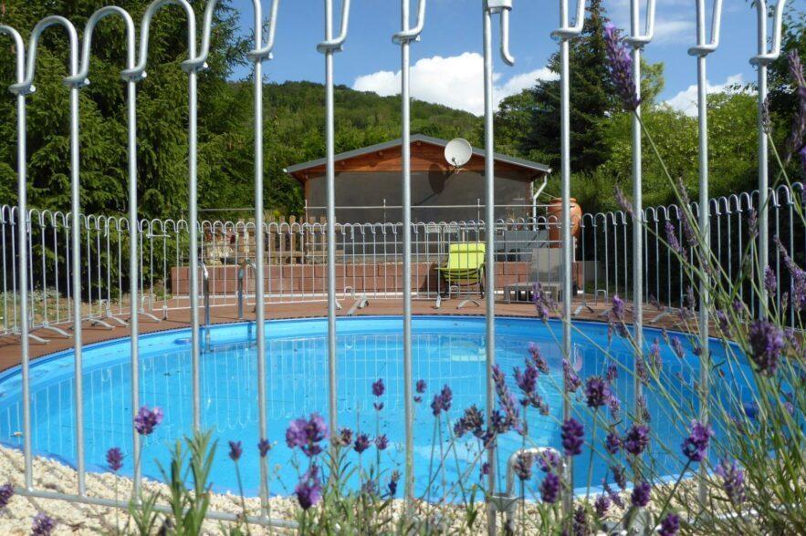 Der Zaun ist eine Aufwertung für unseren Pool.Wir haben ihn zum Schutz unserer Enkelkinder gekauft.