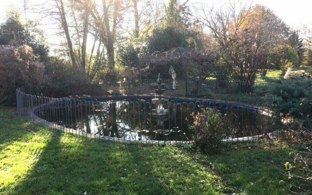 Clôture autour d'un bassin