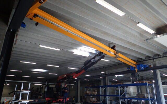 Instalation von unserem Portalkran in unserer Werkhalle in Eupen
