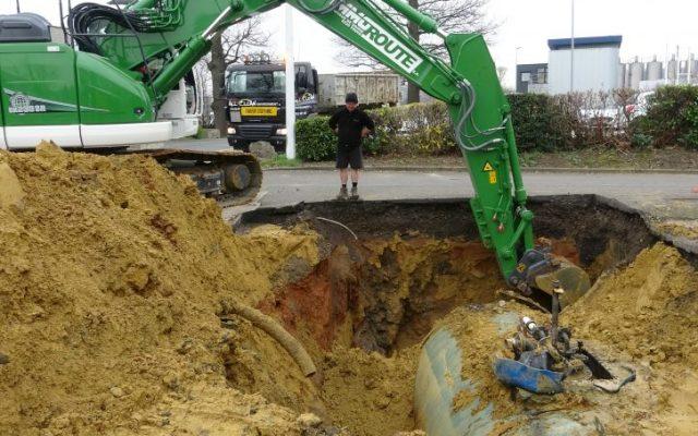 Démonter la station avec l'excavation de la citerne