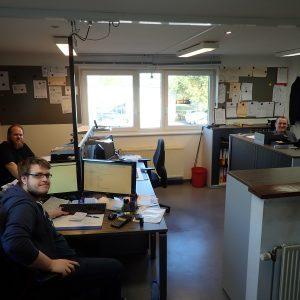 Unsere Kommandozentrale: Sebastian, Florent und Stephan unser Chef.