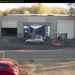 Ein Blick aus dem Büro mit unserer Webcam zur gegenüberliegenden Halle, wo Guido mit dem Stapler Waren gebracht hat.