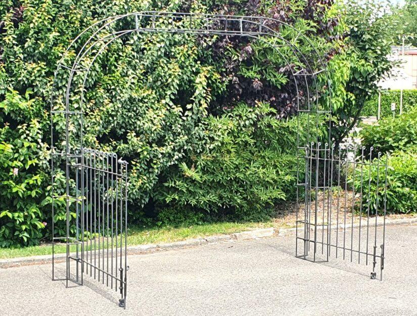 Rosenbogen mit geöffneten Toren 235 cm Durchgangsbreite unbehandelt-roh (darf rosten).