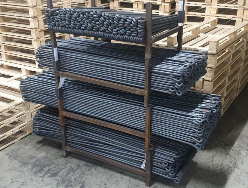 Diverses bâtons de liaison non traitées - brutes dans notre entrepôt.
