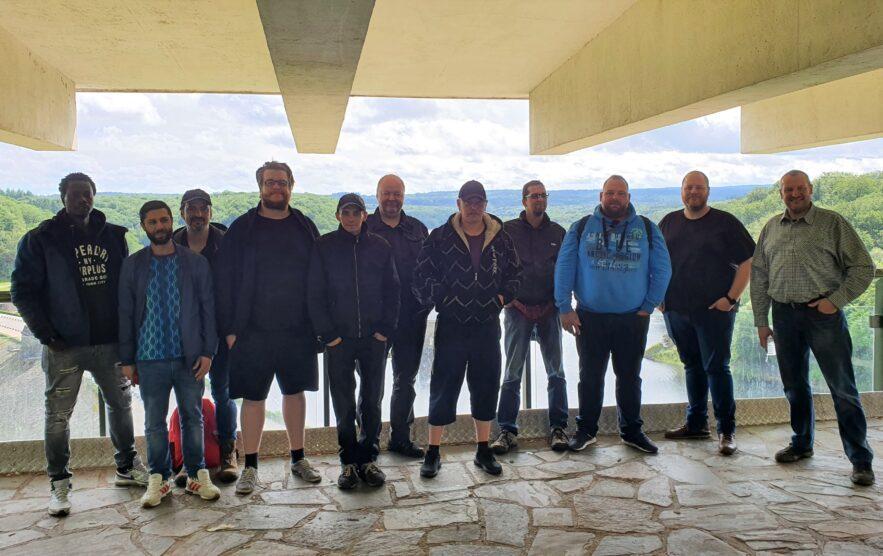 Gruppenfoto von den mealbel®-Mitarbeitern an der Gileppe-Talsperre