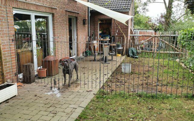 Abtrennung auf der Terrasse für den Hund