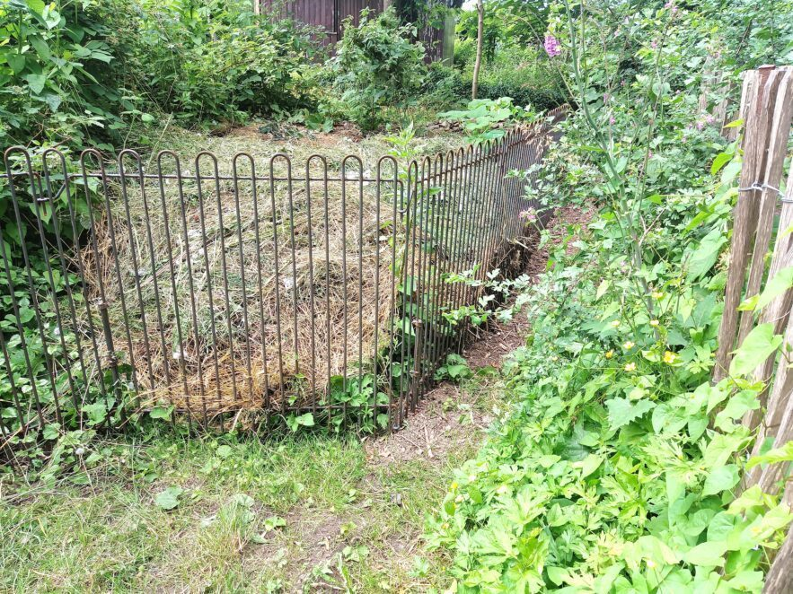 Steckgitter zum Eingrenzen von Laub, Kompost, Grasschnitt usw.