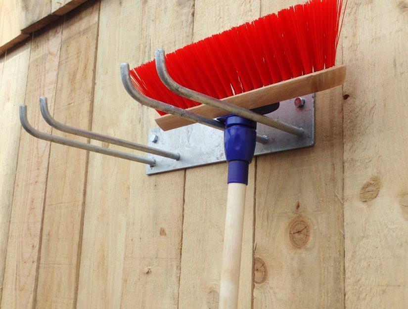 Bis zu 8 Werkzeuge können Sie am doppelten Werkzeughalter aufhängen.