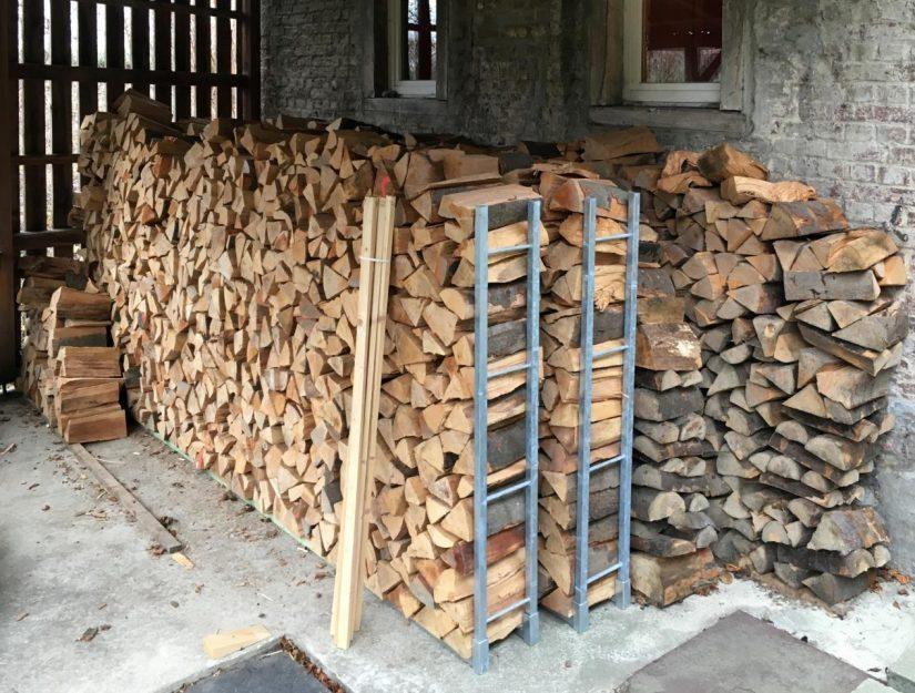 Le bois de chauffage reste bien empilé, ne se décompose pas.