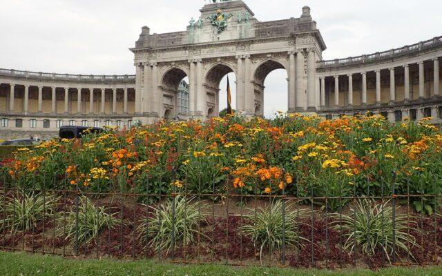Clôture pour des corbeilles de fleurs dans un parc á Bruxelles