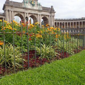 Clôture pour des grandes corbeilles de fleurs dans un parc classé au cœur de Bruxelles
