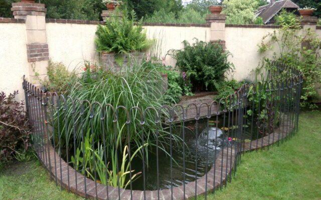 Der Zaun passt sehr schön in unserem Garten