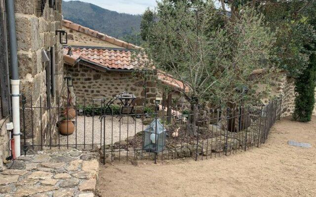 Clôture d'une vieille ferme