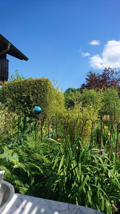 Der Zaun passt sehr gut in unseren Garten