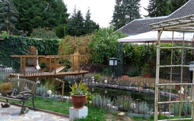 Einfacher Zaun für unseren geschwungenen Schwimmteich