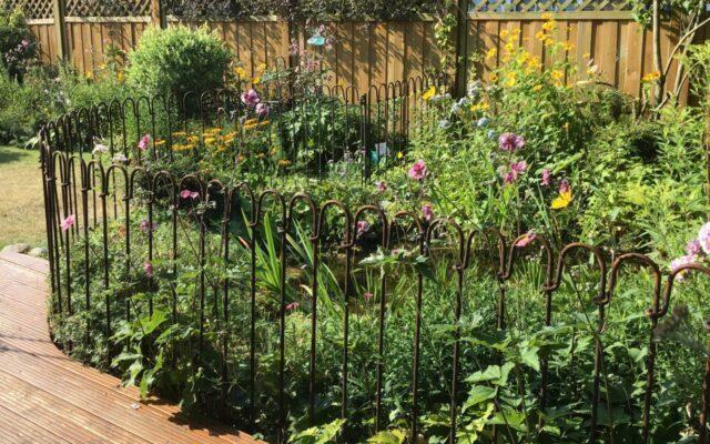 Zaunsystem für den Gartenteich