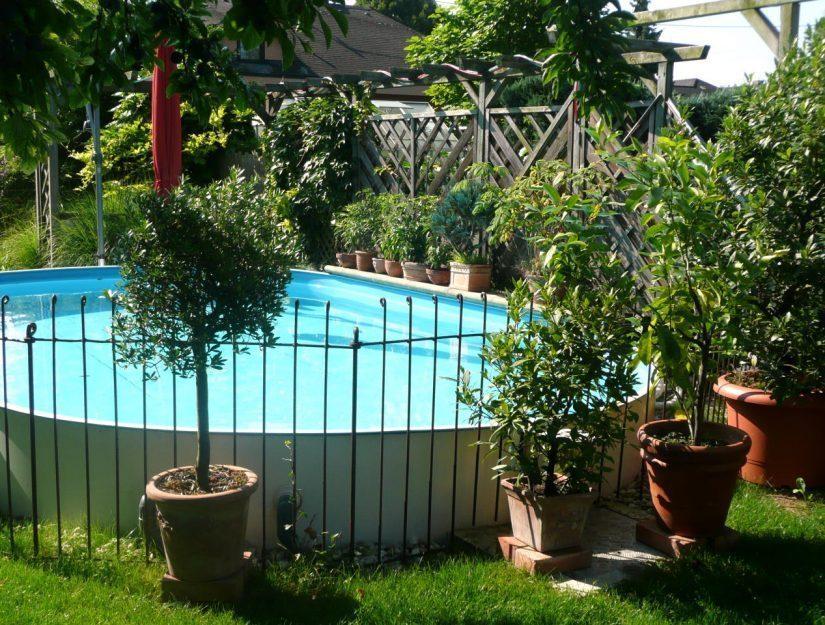 Hier wurde ein Gartenpool mit dem Steckzaun eingezäunt.