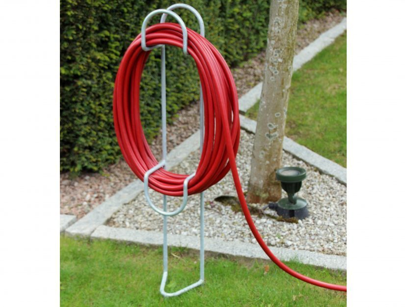 Le support de tuyau d'arrosage s'adapte également à votre jardin.