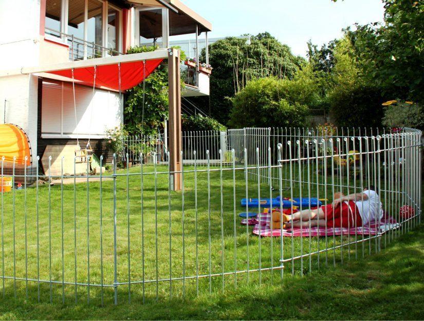 Der Zaun ist ideal als Grundstücksumzäunung oder zur Abtrennung von Teilbereichen in Ihrem Garten.
