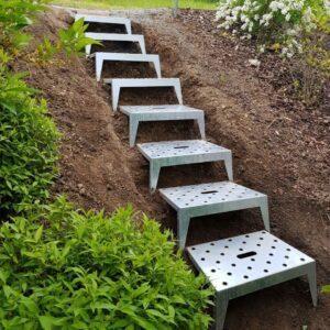 Sicher Gehen, Stehen und Arbeiten am Hang oder an der Böschung ist damit für jeden Gartenbesitzer oder Landschaftsgärtner möglich