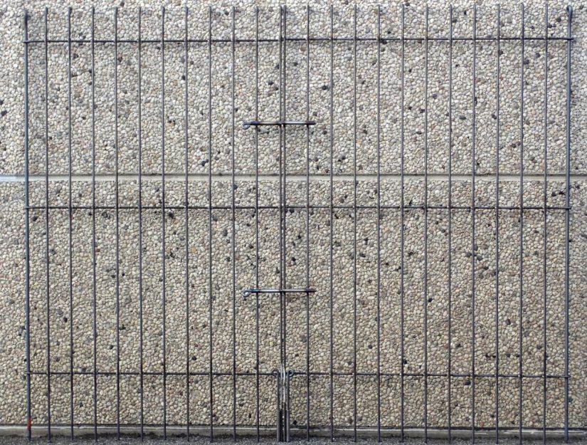 Die 195er Tore haben immer 2 waagerechte Durchsteckriegel (Riegel ohne Feder) und 2 Boden-Riegel.