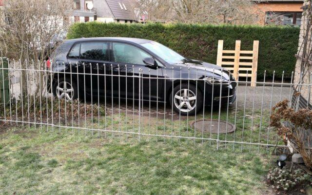 La clôture est déjà debout. l'assemblage a été rapide et facile.