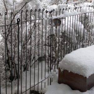 Verschneiter Hundezaun
