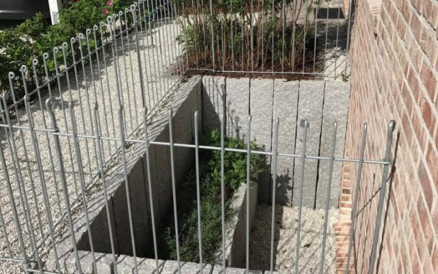 Kellerschacht – Lichtschacht umzäunen mit dem Steckzaun anneau