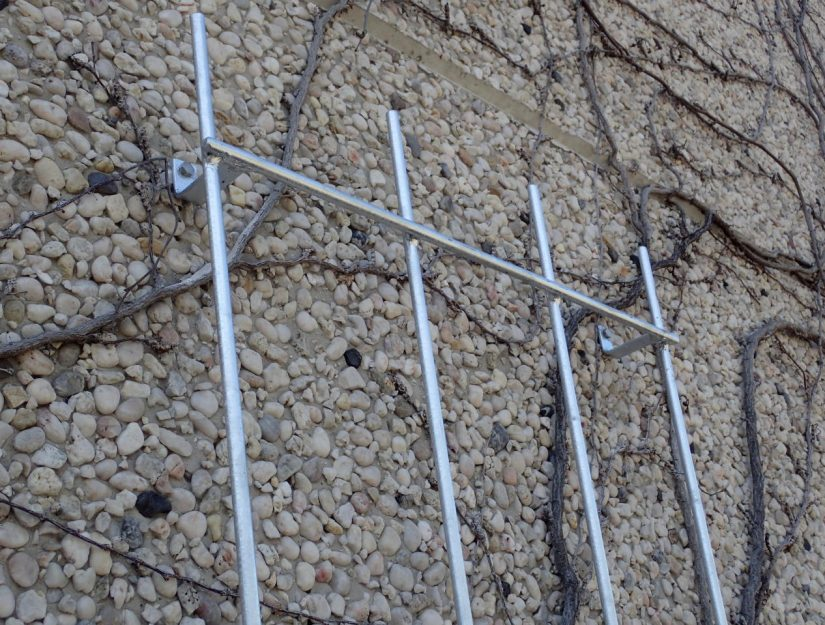 Le treillis est très stable et conservera votre plante pendant des décennies.