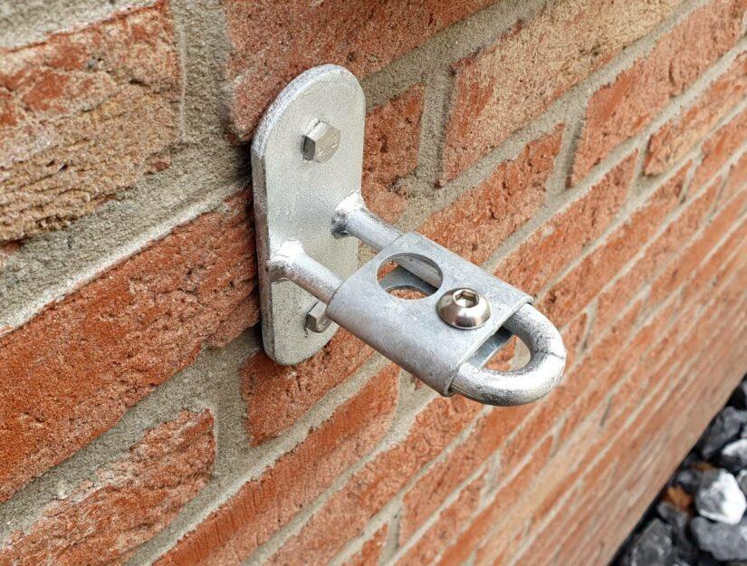 La pince pour fixation murale sur un support mural anneau galvanisé (ne rouille pas).