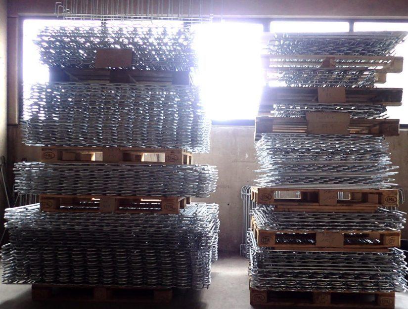 Wir haben insgesamt 320 lfm. verzinkten Poolzaun in den verschiedenen Breiten vorrätig.