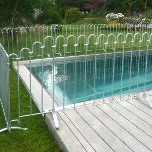 Zaun aus Stahl verzinkt als Schwimmbad Schutz schneller und einfacher Aufbau