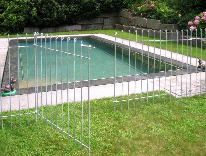 Die Tür anneau ist (Pfosten bis Pfosten) 108 cm breit und lässt sich einfach mit den Zaunelementen verbinden.