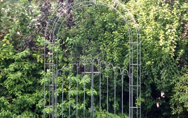 Rosenbogen mit Tor – Sonderanfertigungen
