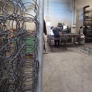 Die Ranksäulen werden in Eupen hergestellt und manuell verschweißt