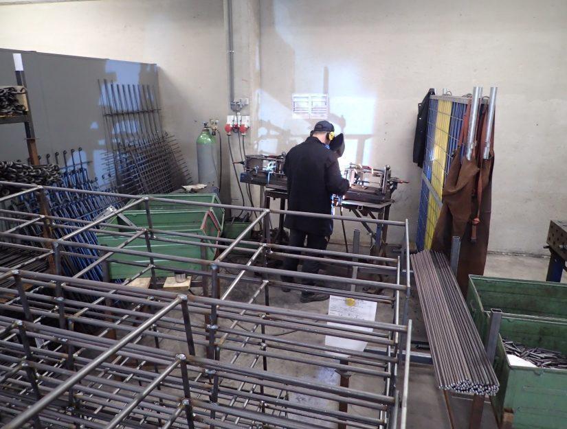 Der Rosenbogen wird bei melabel® in Ostbelgien hergestellt.