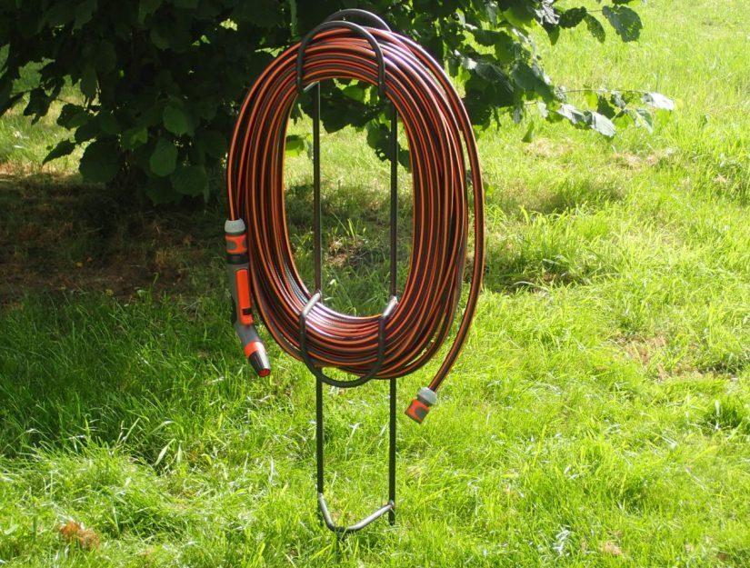 Support de tuyau de jardin (brut) pour insertion avec 30 mètres tuyau.