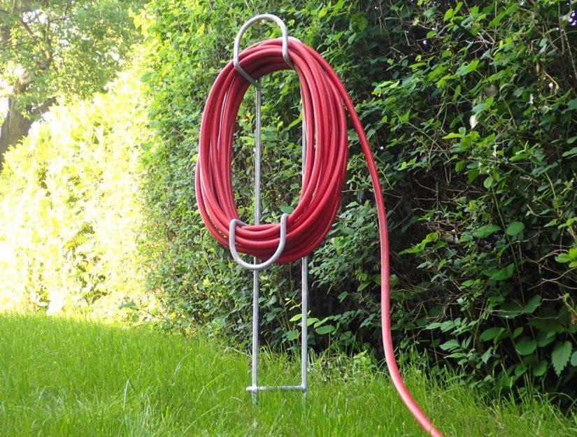 Le support de tuyau est en acier galvanisé et ainsi protégé contre la rouille pendant des décennies.