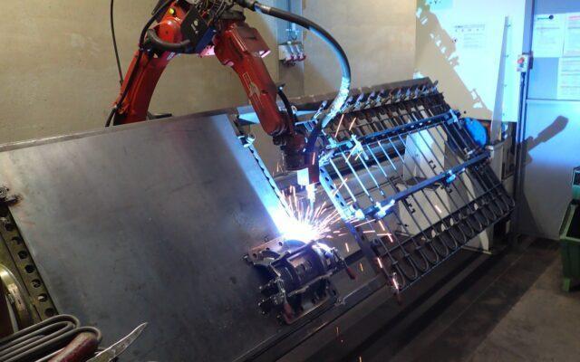 Halbschalen für Rührwerke mit dem Roboter schweißen