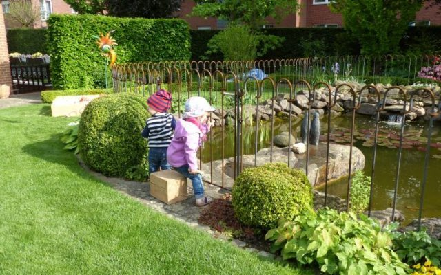 In unserem Bekanntenkreis wurde der Zaun als sehr schönes Element empfunden