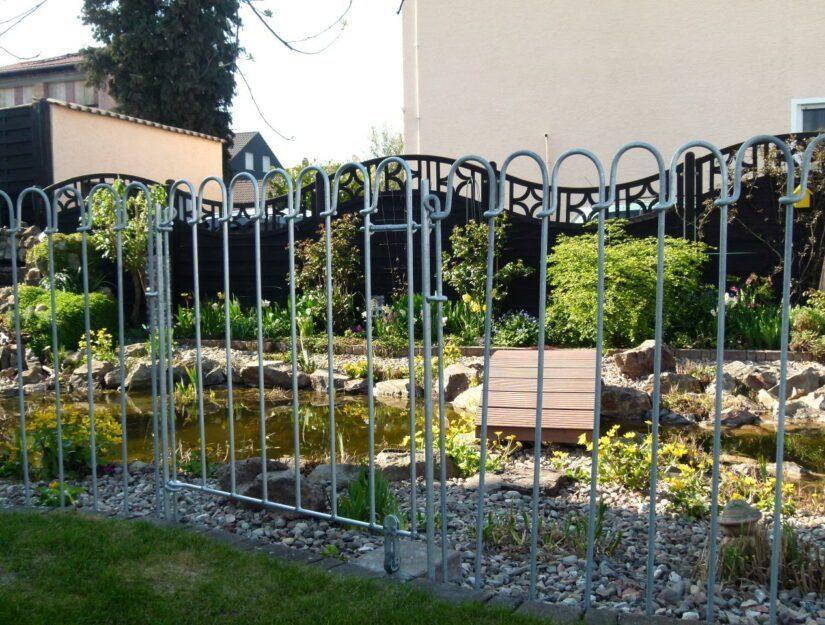 """Porte de la clôture de l'étang """"light"""" en acier galvanisé avec rouleau de sol."""