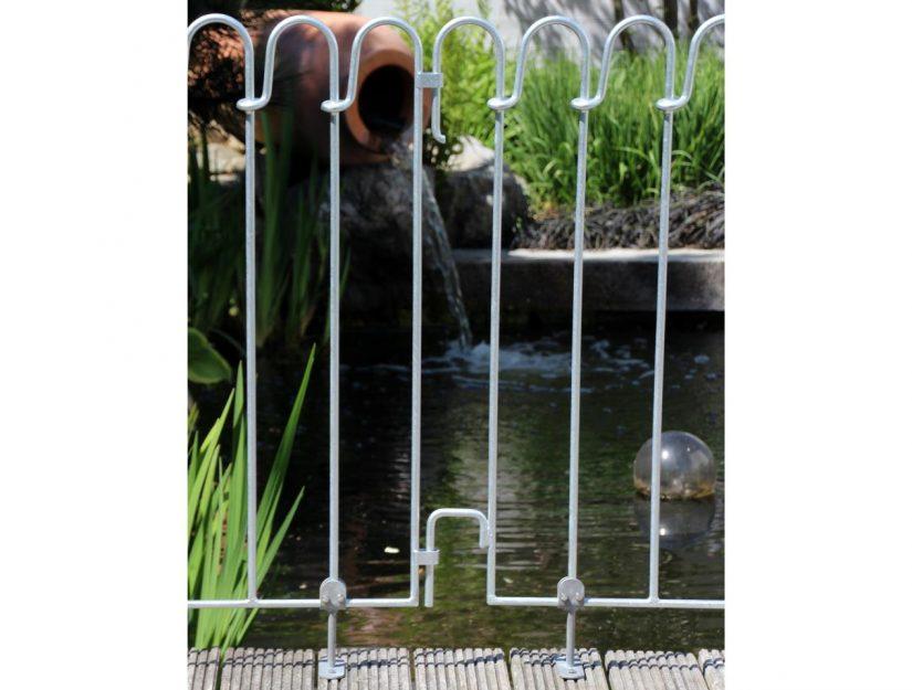 Les supports à visser pour terrasse peuvent être vissés partout sous votre clôture au lieu d'un pied de stabilisation.